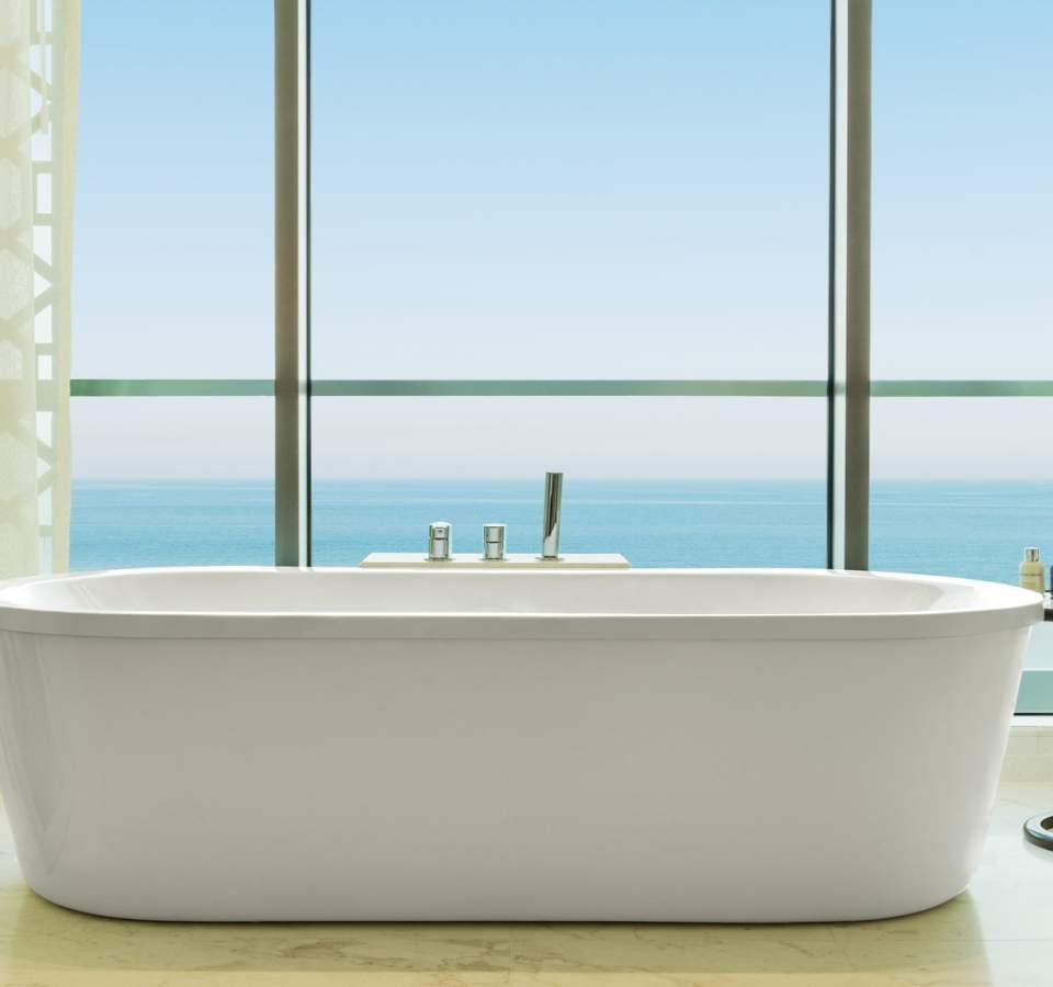lux3562gb-149131-RoyalSuite-Bathroom